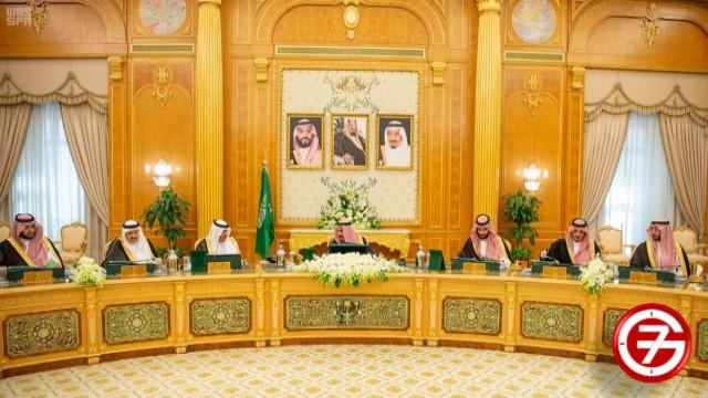 خادم الحرمين الشريفين الملك سلمان بن العزيز أثناء مناقشة نظام الإقامة المميزة