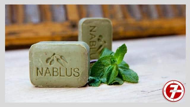 لتنظيف بقع الزيت يفضل استخدام صابون نابلسى